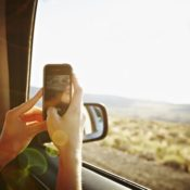 un smartphone en roadtrip