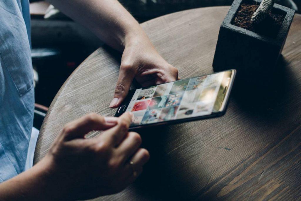 smartphone en main