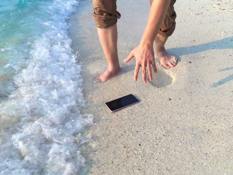 smartphone dans le sable