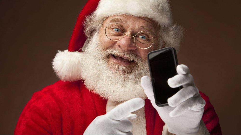 père noel avec un téléphone mobile